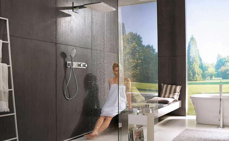 Tegelhuis Twenthe: Hansgrohe grote regendouche met handdouche en douchethermostaat